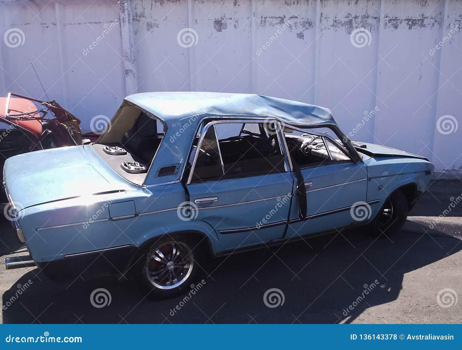 交通事故,一辆被击毁的汽车的后果 公路交通事故