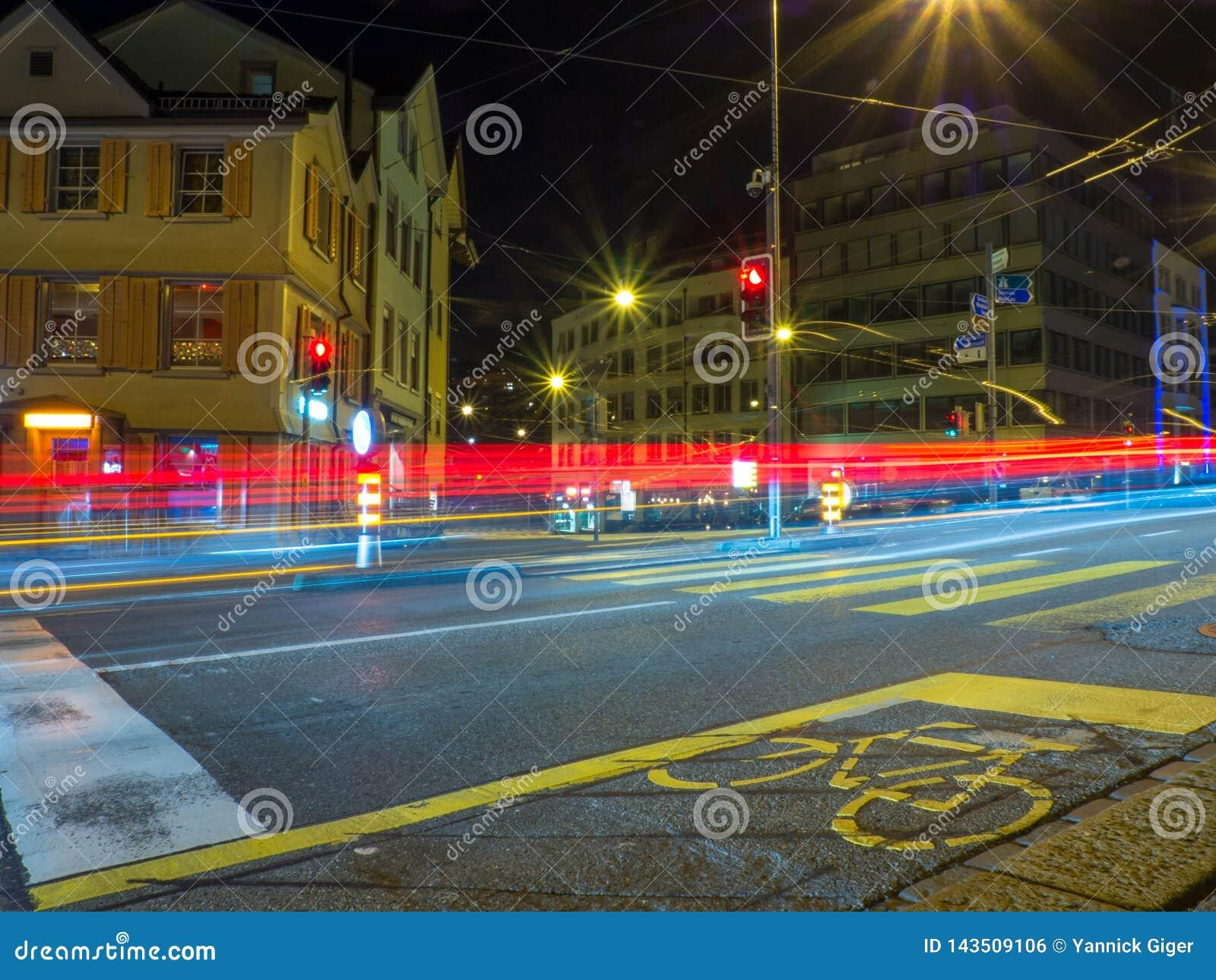 交通和自行车道长的曝光