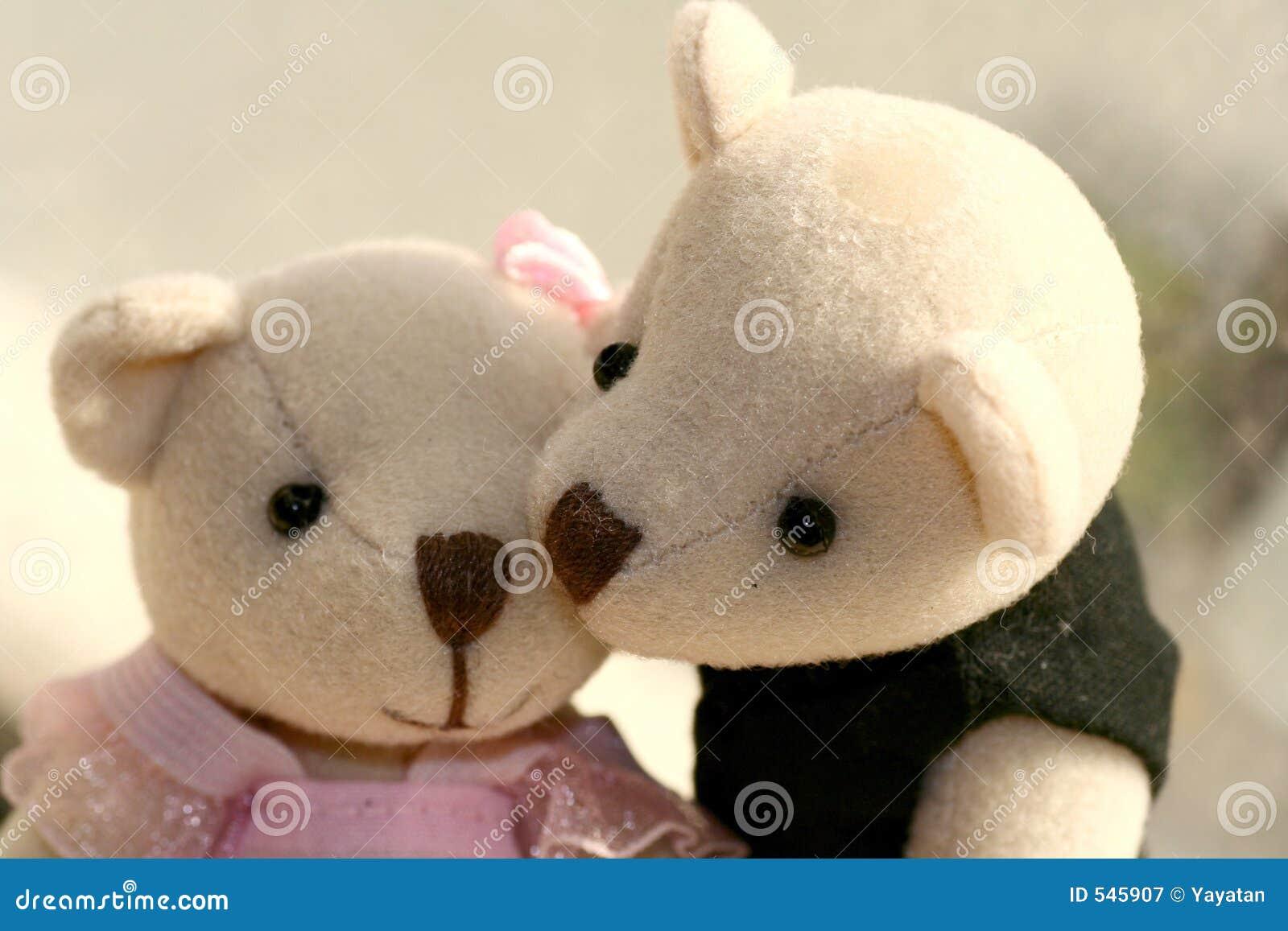 Download 亲吻您 库存图片. 图片 包括有 敲打, 拥抱, 亲吻, 女用连杉衬裤, 逗人喜爱, 玩具, 舒适, 言情, 一起 - 545907