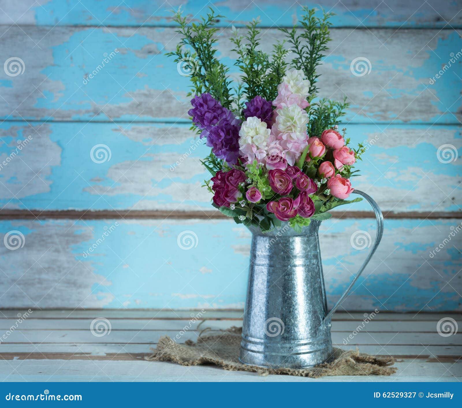 人为玫瑰色花花束镀锌可能设置浸泡