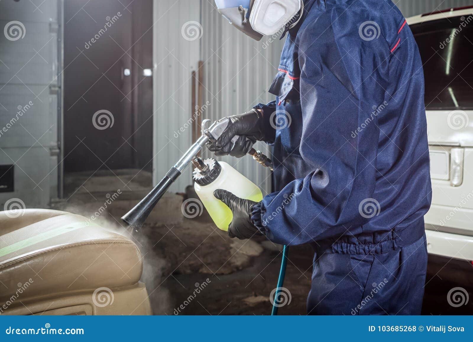 人做干洗汽车