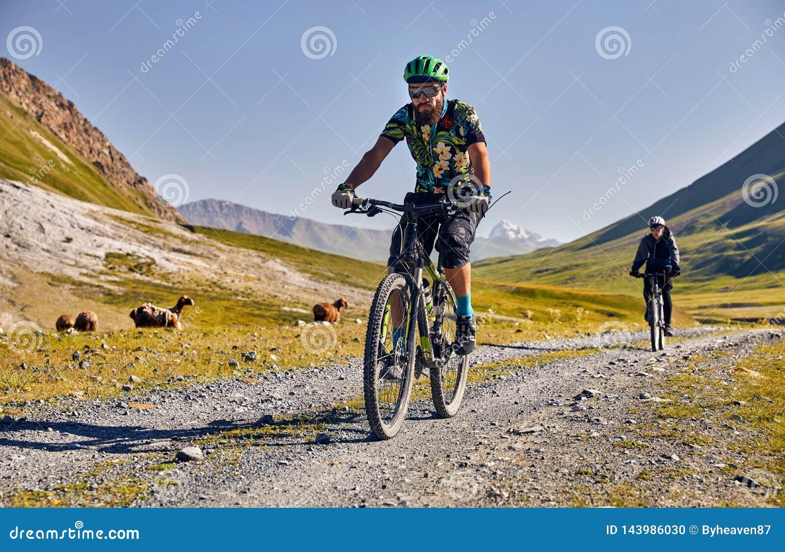 人在山的乘驾自行车