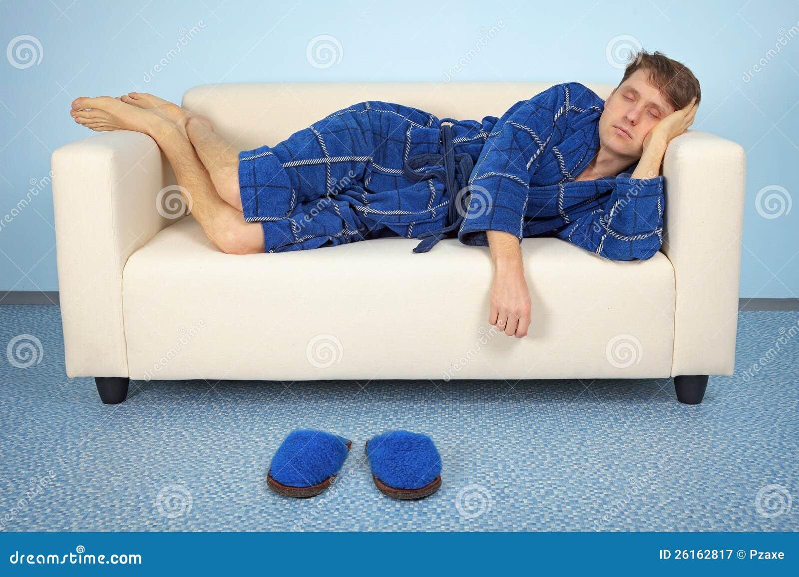 人在工作以后在家休息图片