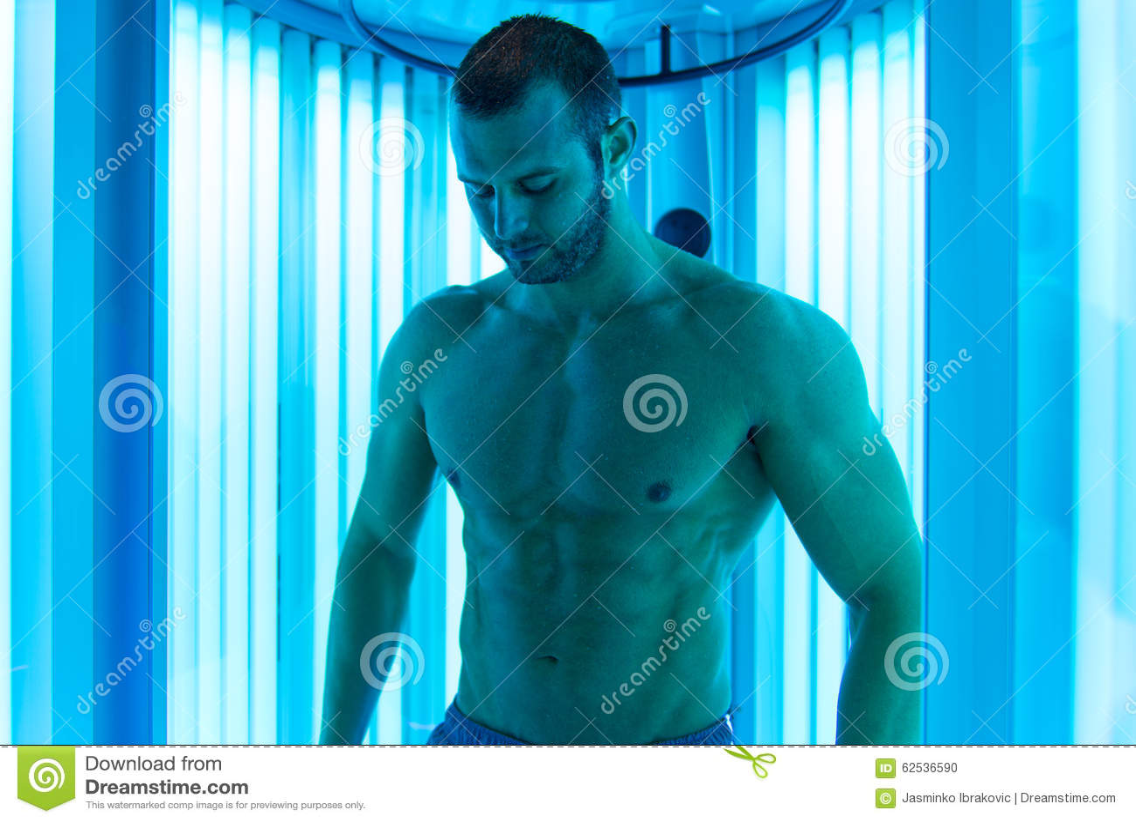 人在日光浴室