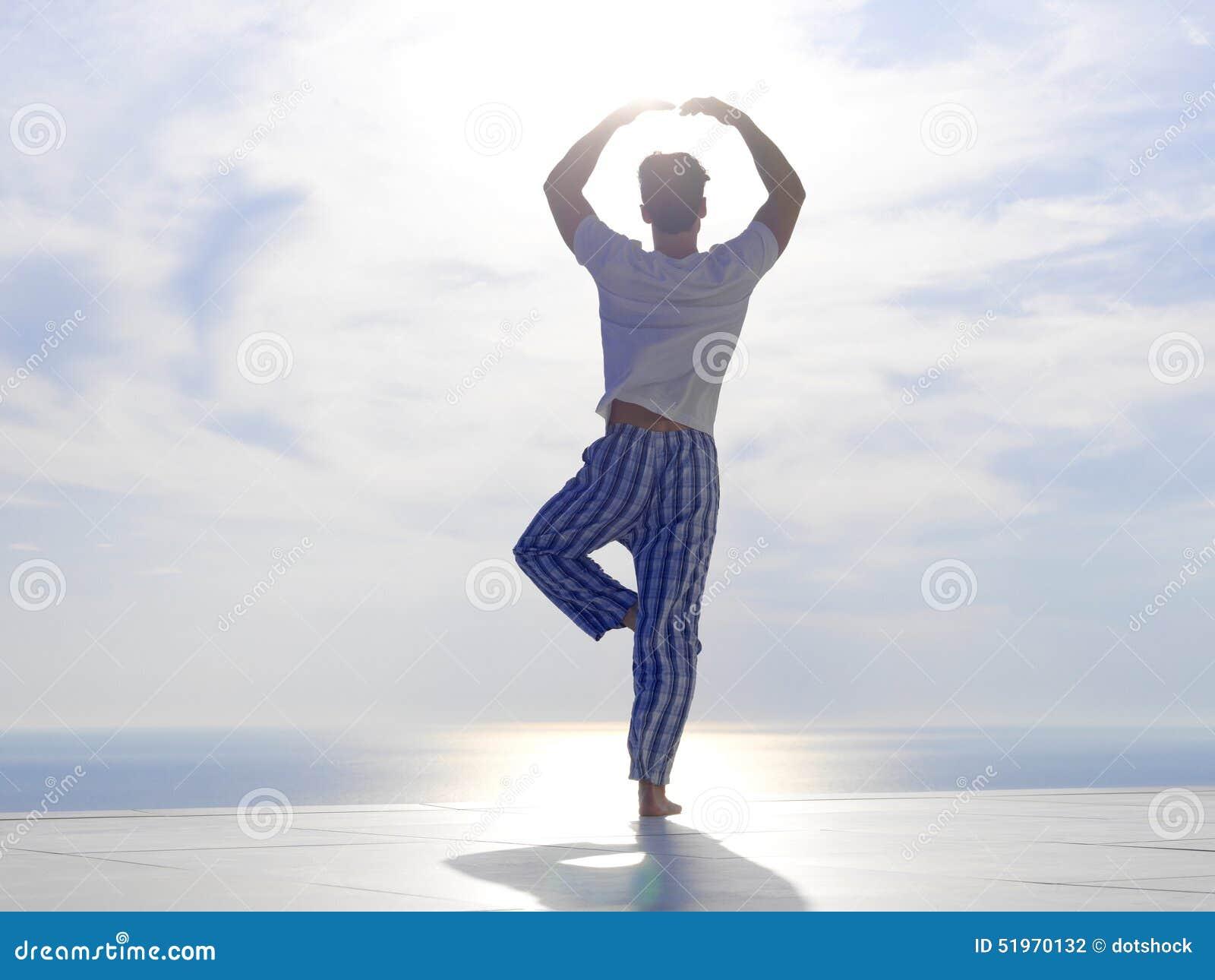 人实践的瑜伽年轻人