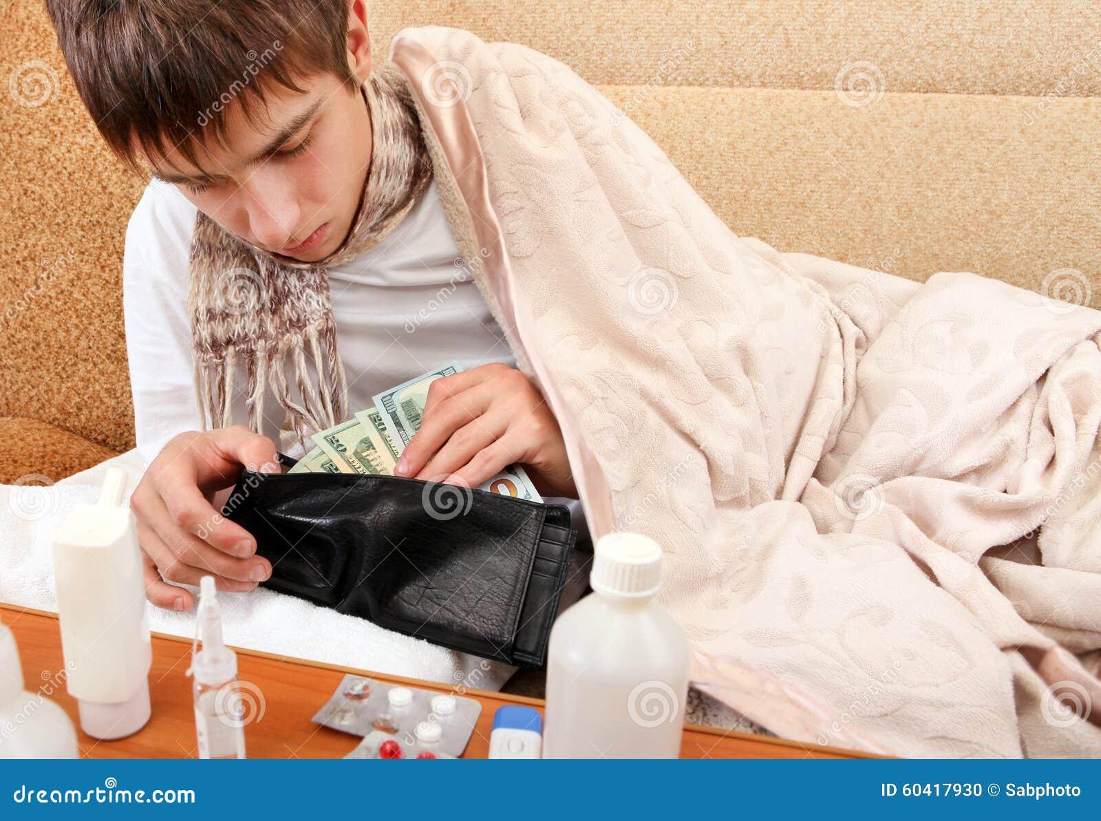 年轻人检查钱包