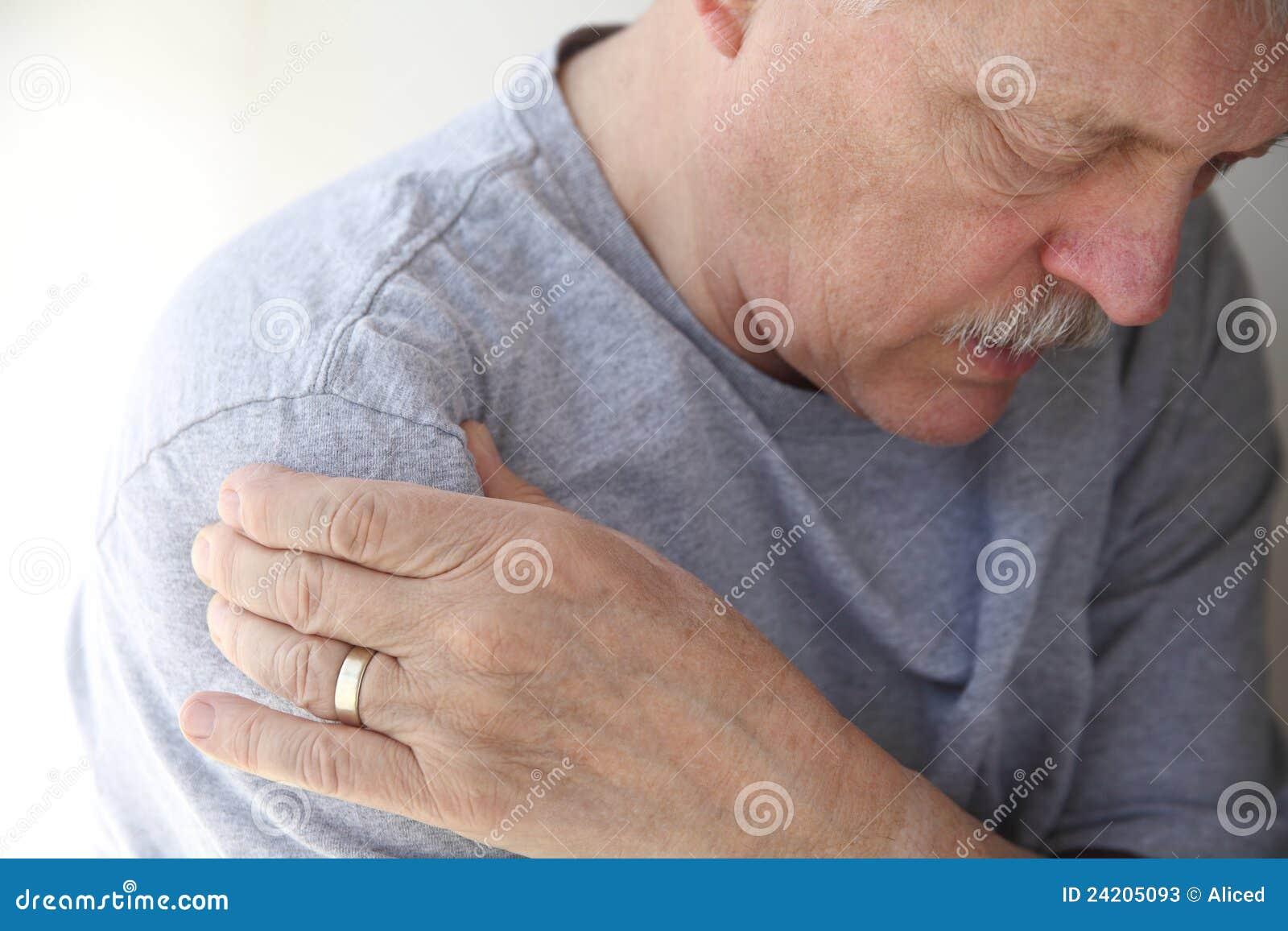 人痛苦前辈肩膀