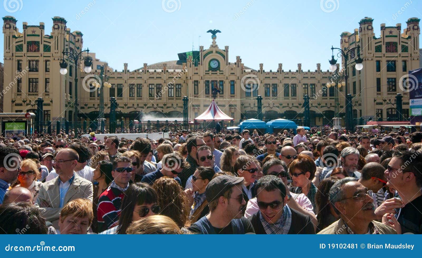 人群fallas节日巨大的巴伦西亚