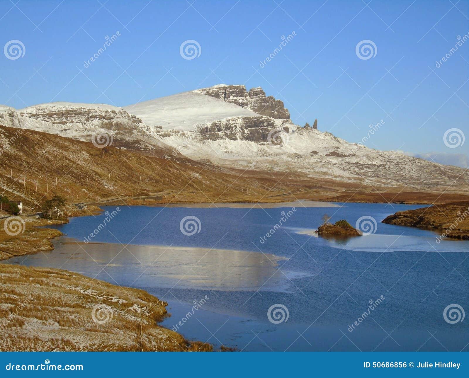 Download 人老storr 库存照片. 图片 包括有 操作的, 北部, 灯塔, 苏格兰, 早晨, 高地, 在附近, 运行 - 50686856