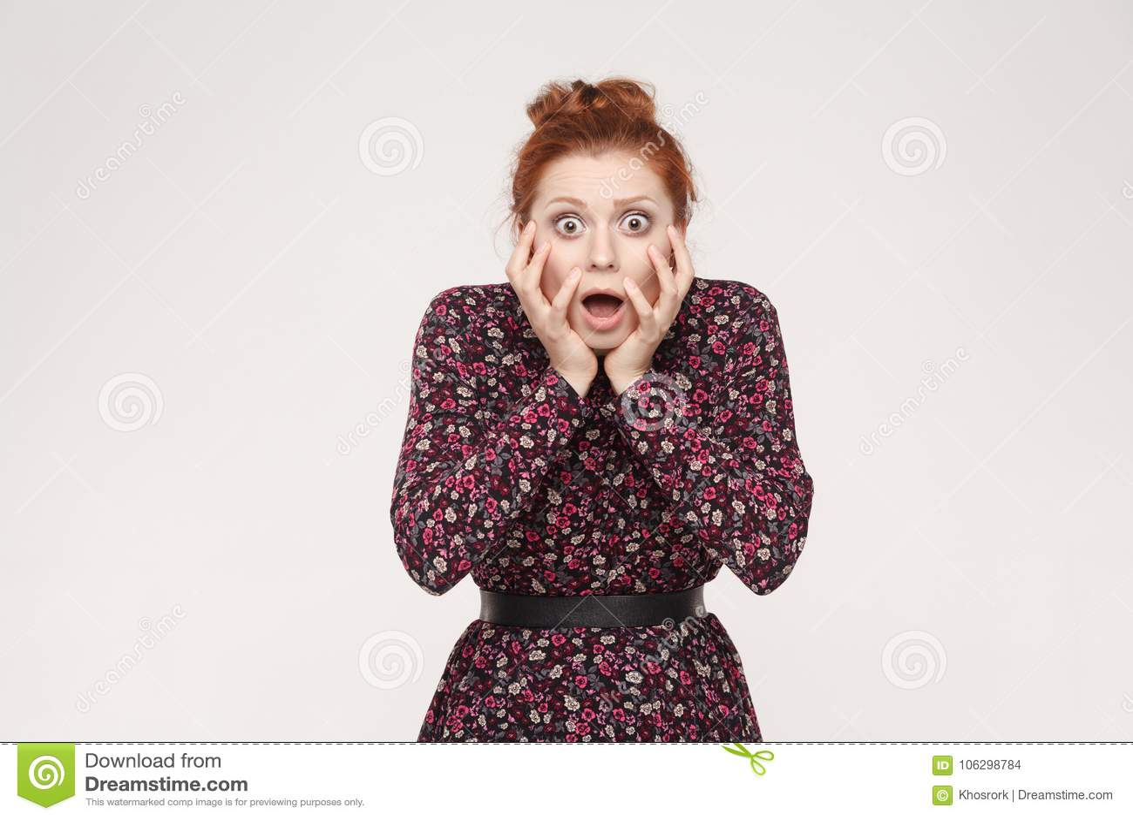 人面表示和情感 尖叫红头发人的妇女wi