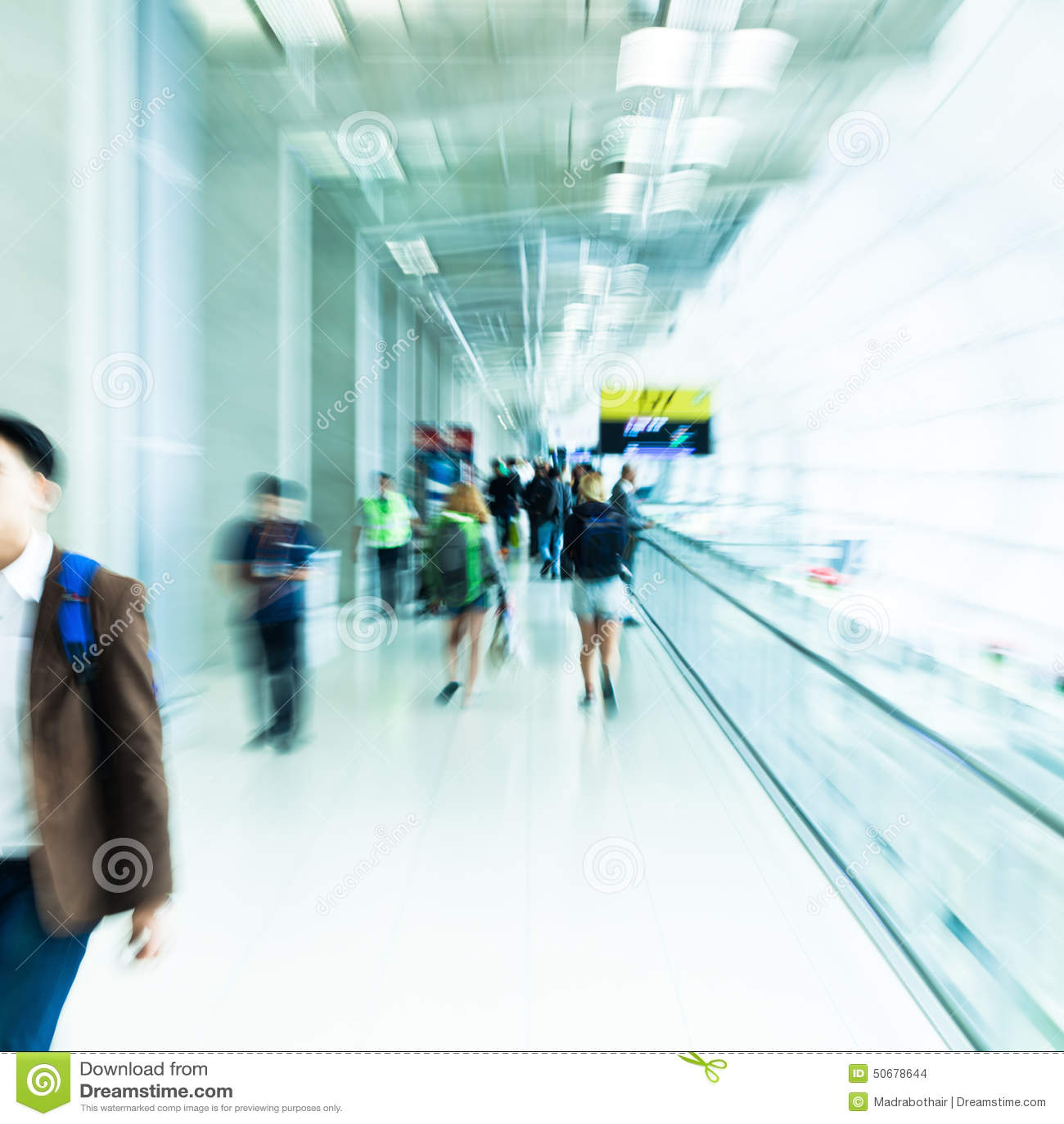 Download 人们在有徒升作用的一个机场 库存照片. 图片 包括有 模糊的, 作用, 记录, 无法认出, 的treadled - 50678644