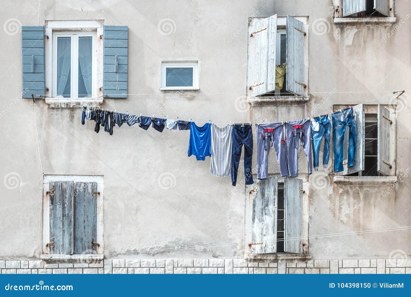 人` s被洗涤的洗衣店