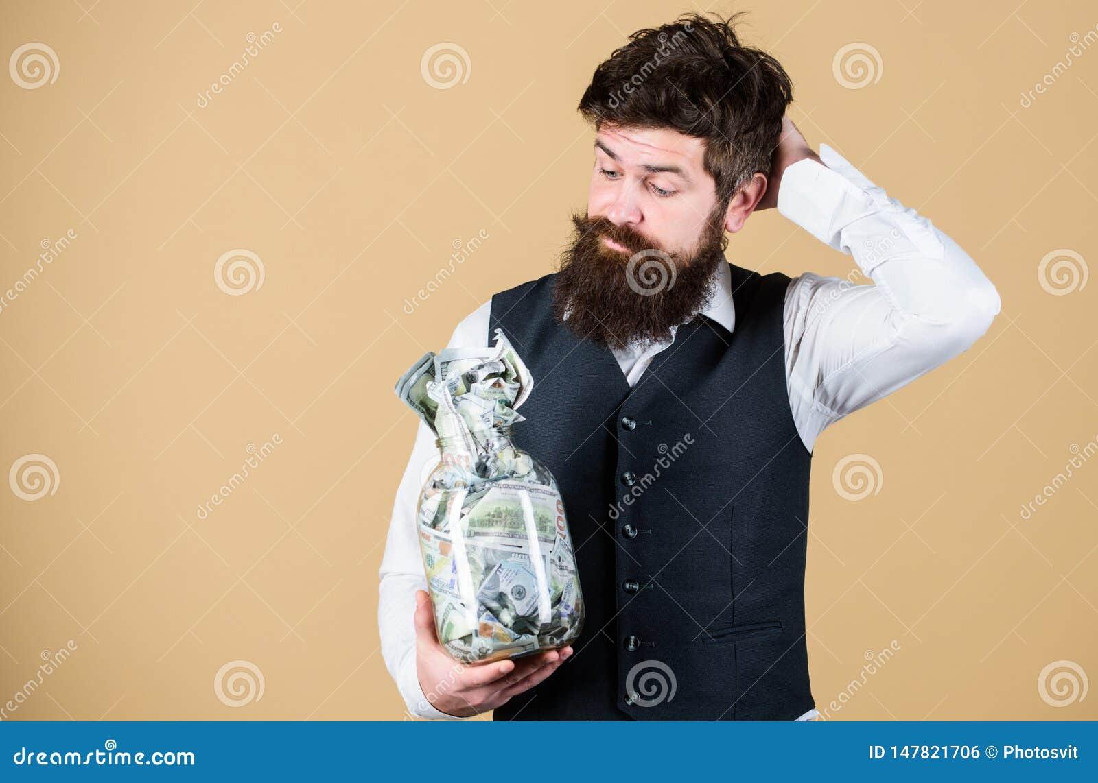 什么是投资金钱一个好方式  认为投资的有胡子的人金钱入事务 商人计算