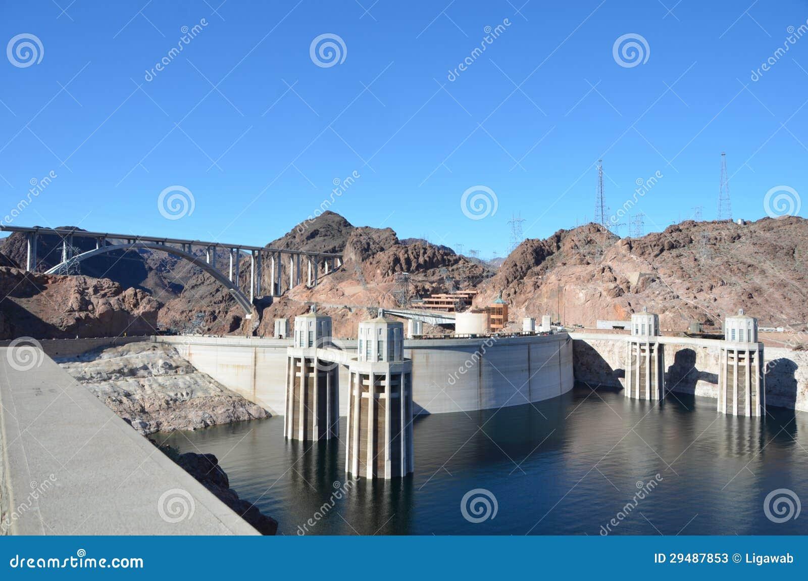 从亚利桑那端的胡佛水坝视图