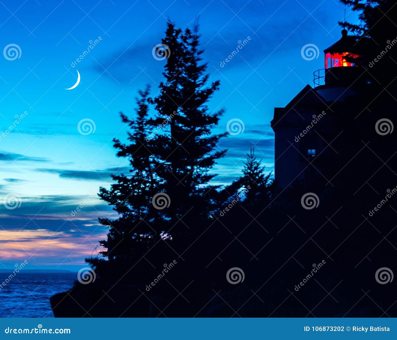 从低音港口Healight议院剪影的日落