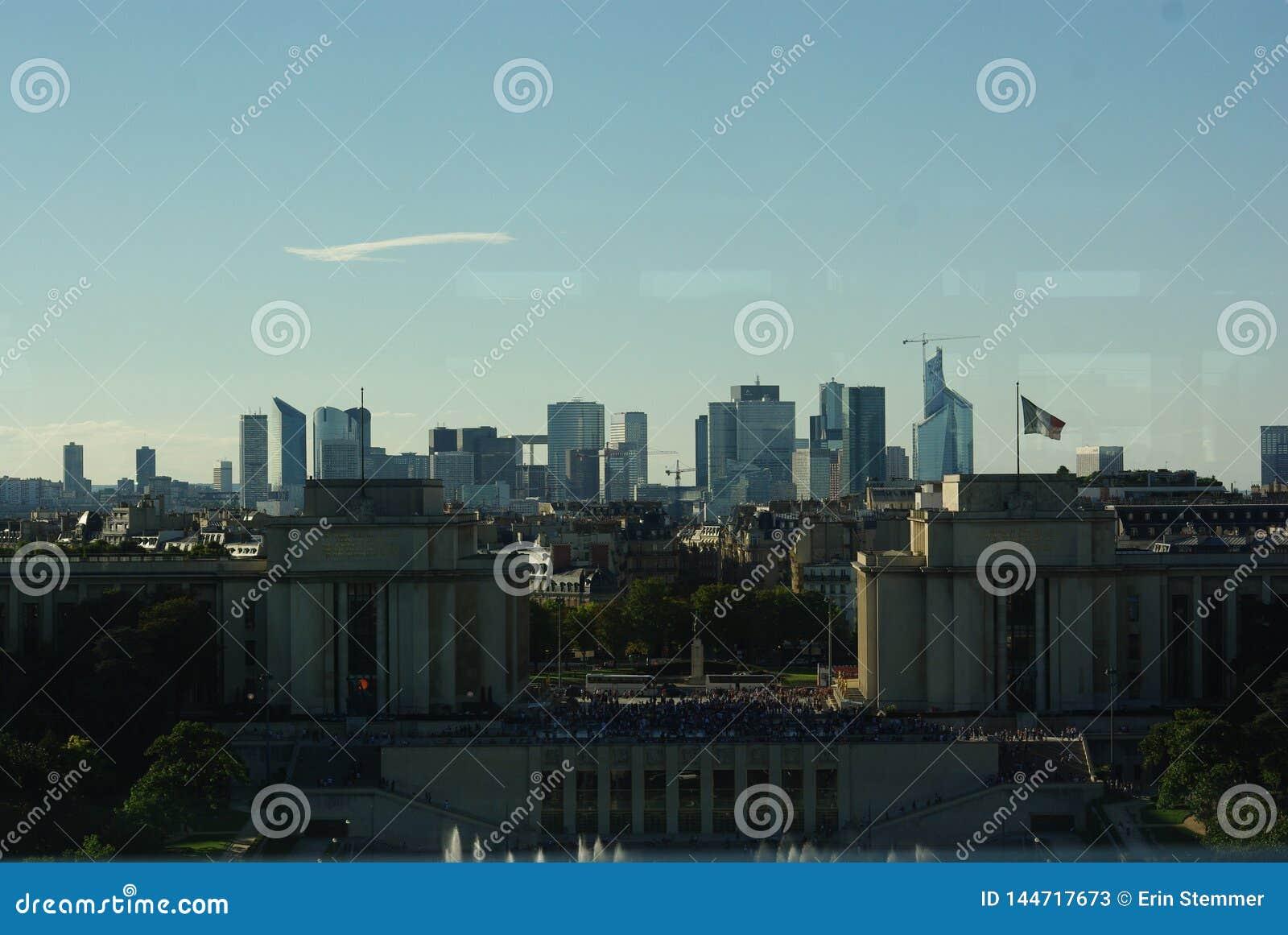从埃菲尔铁塔的巴黎