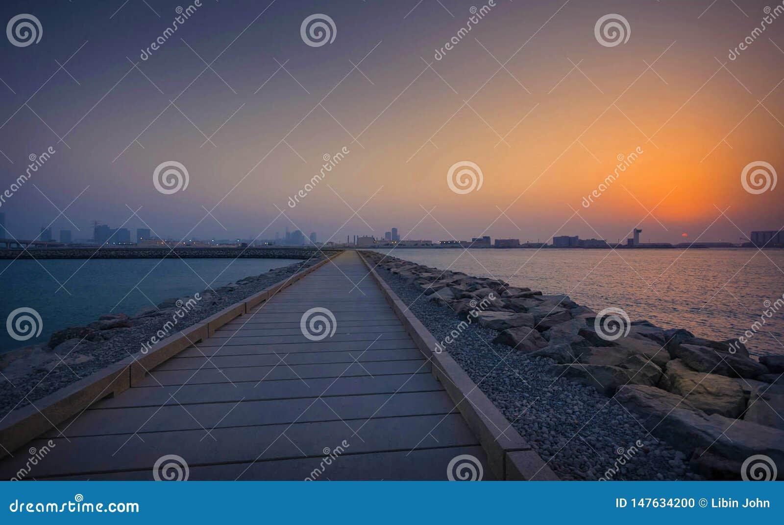 从天窗阿布扎比的日落