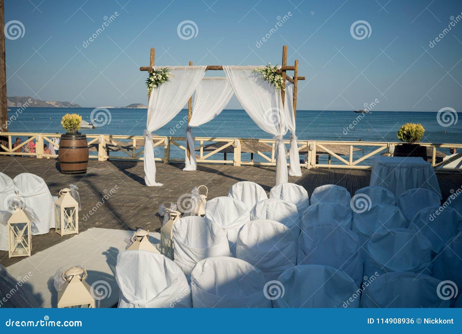从希腊的惊人的婚礼股票摄影!一个精妙的婚礼的美丽的婚礼装饰