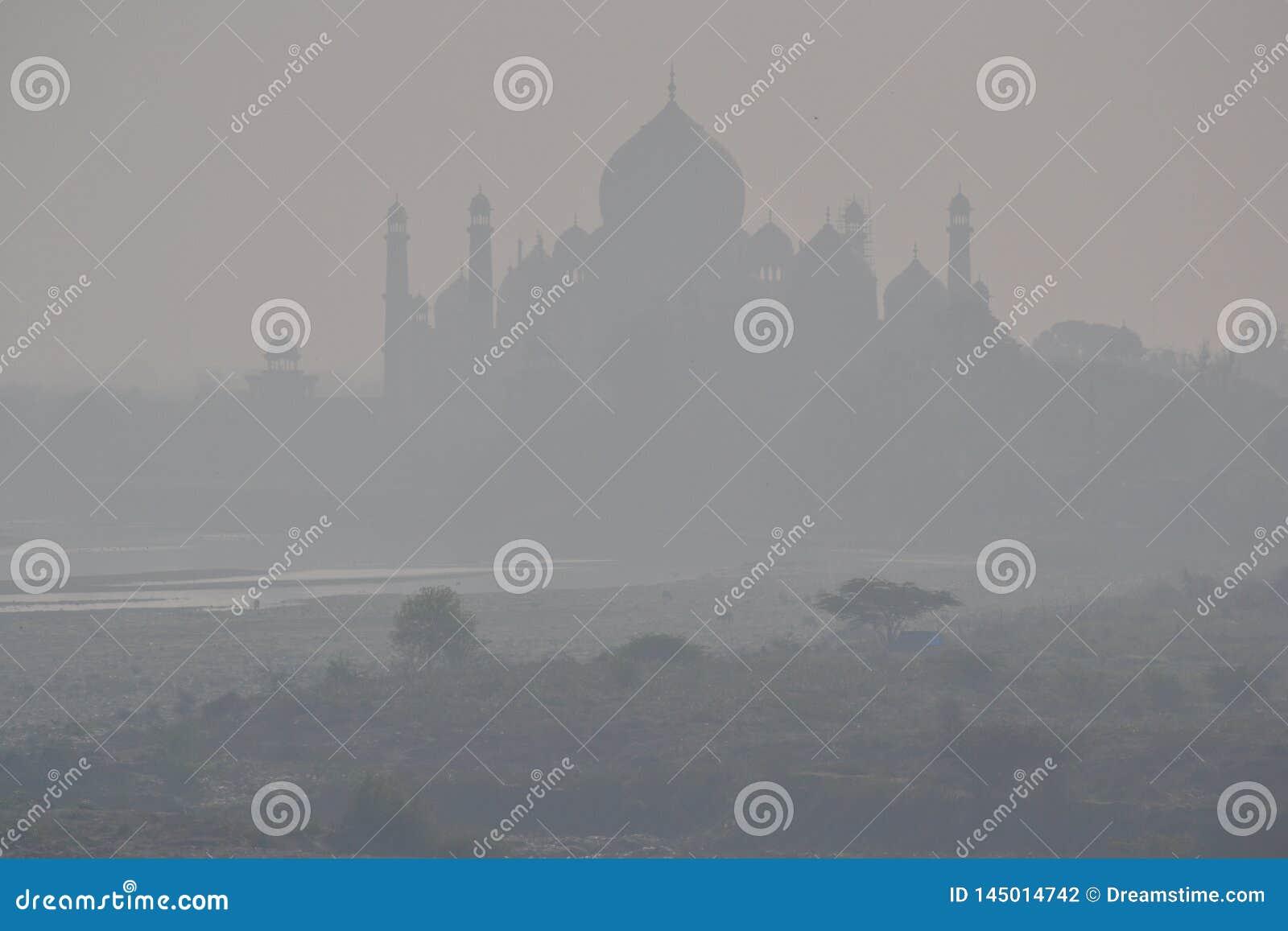 雾的泰姬陵