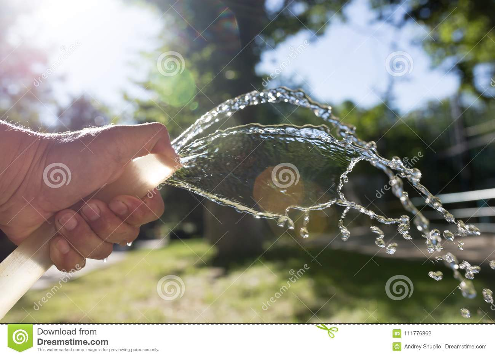 从户外水管的水