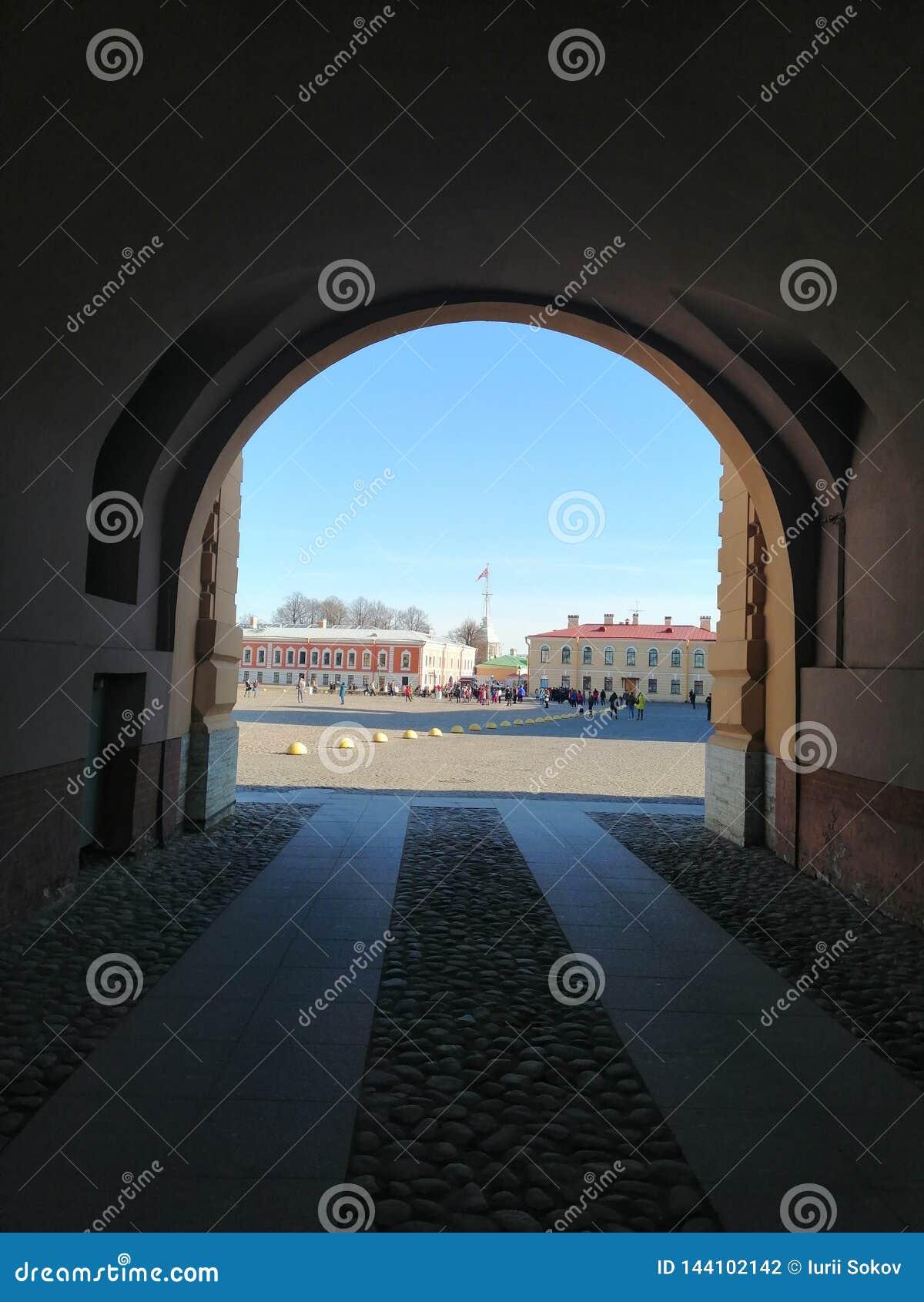 从曲拱的看法在大教堂正方形