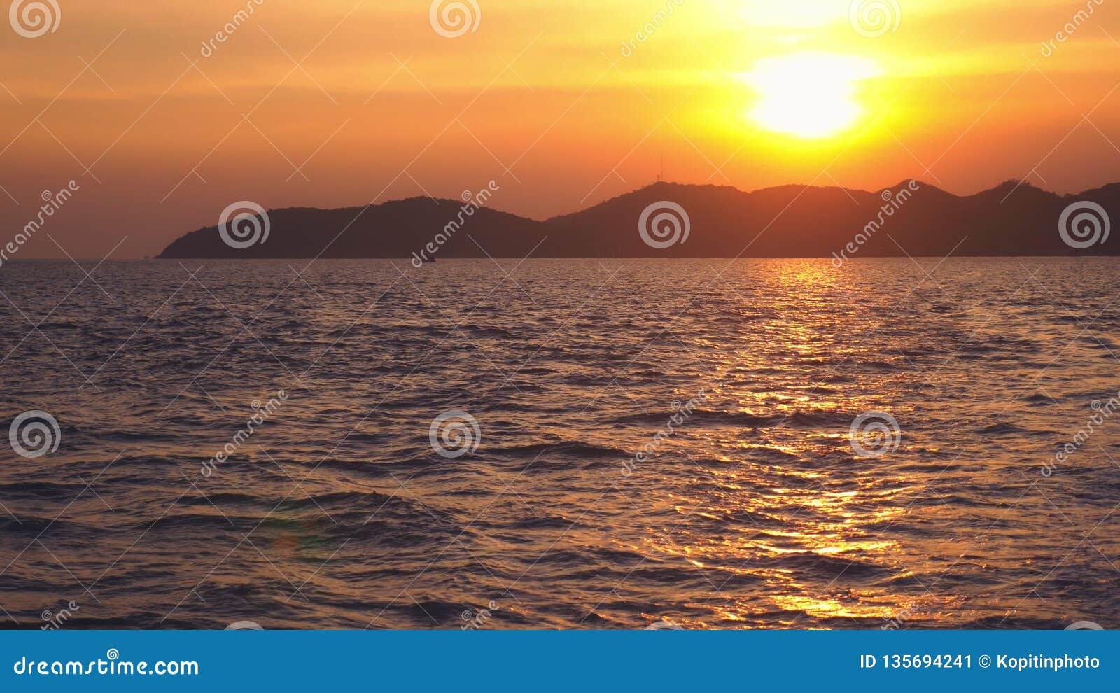 从海的看法到在日落,海景期间的海岛