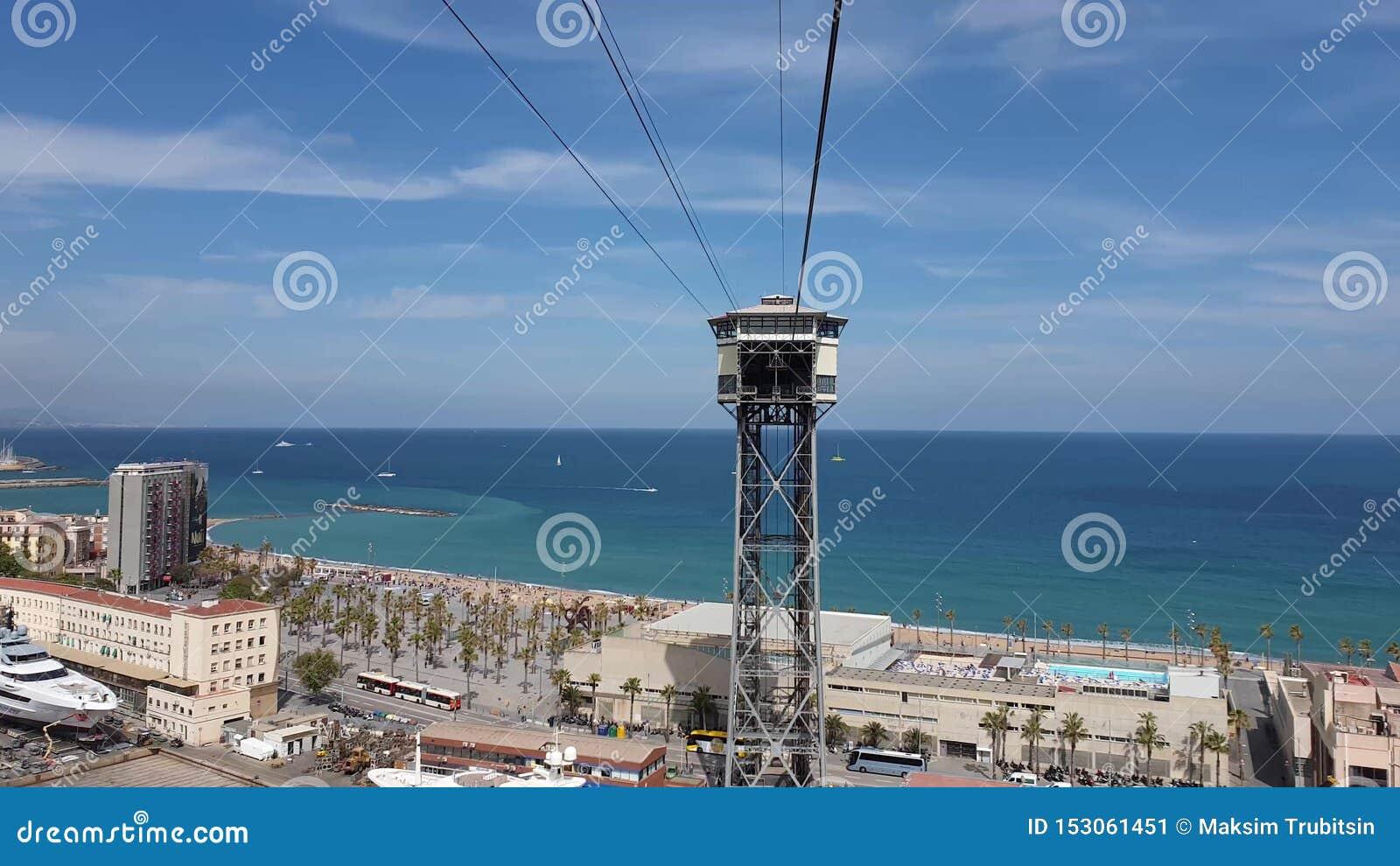 从缆索铁路的美好的巴塞罗那海视图