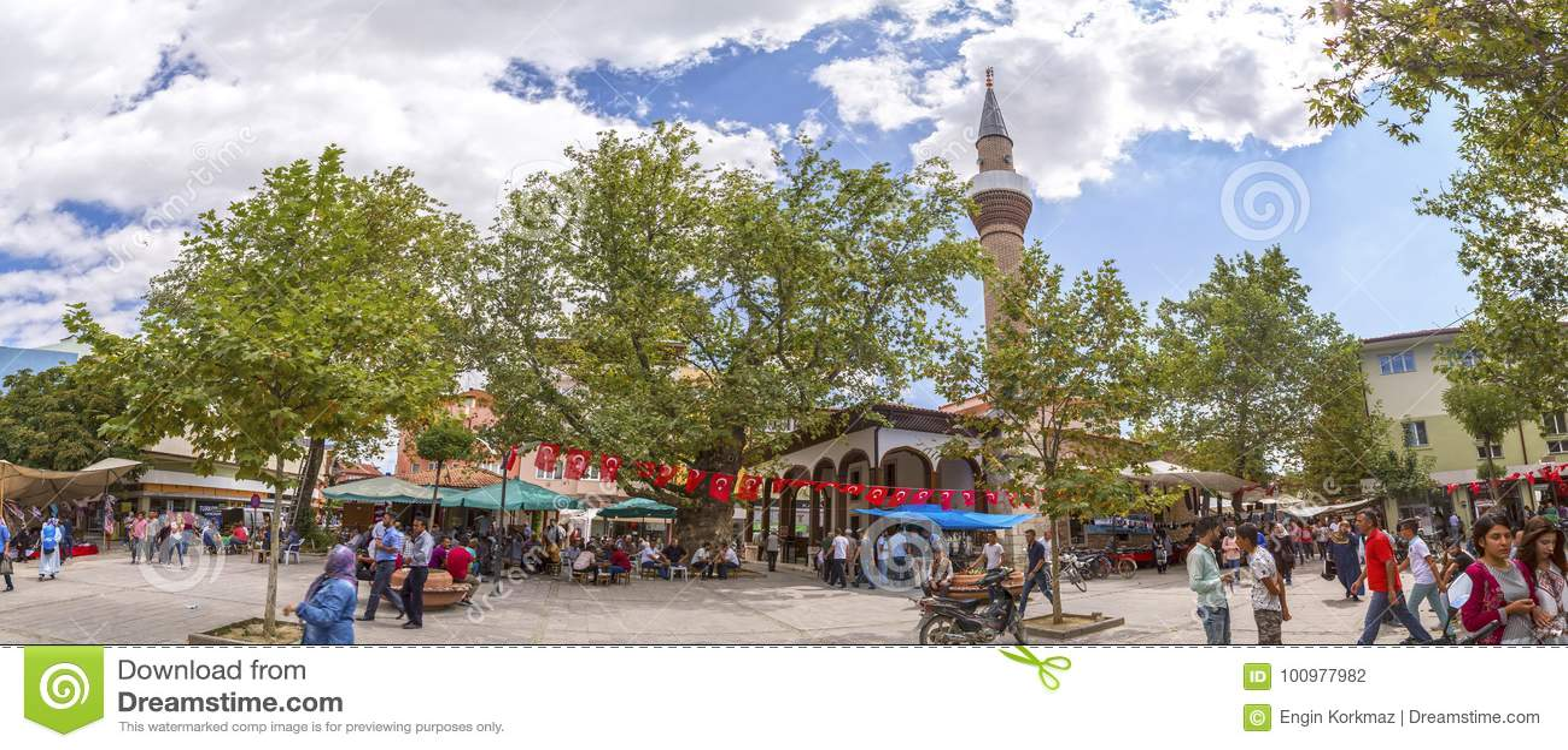 从街市Yenisehir,伯萨,土耳其的看法
