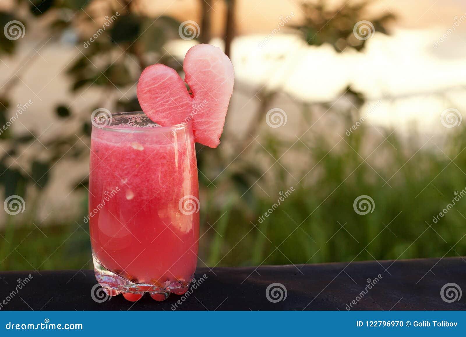 从西瓜的浪漫夏天鸡尾酒 健康夏时汁液