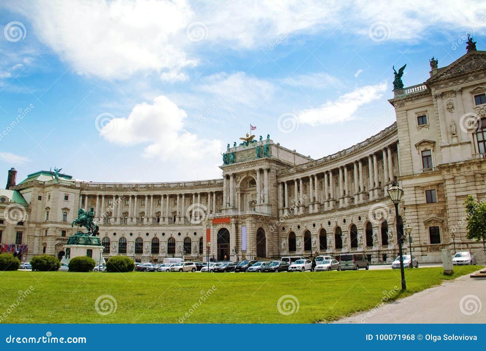 从Michaelerplatz,维也纳,奥地利的霍夫堡宫视图
