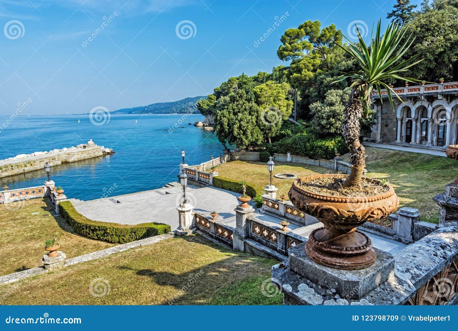 从Miramare城堡的看法在的里雅斯特,意大利附近