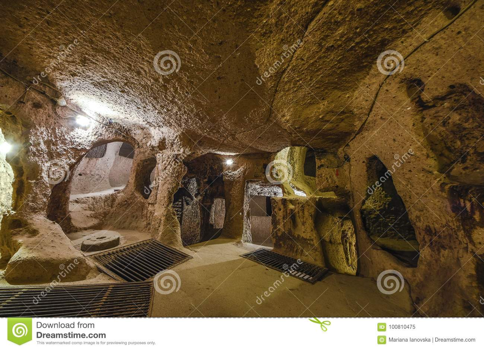 代林库尤地下市是一个古老多重洞城市在卡帕多细亚,土耳其