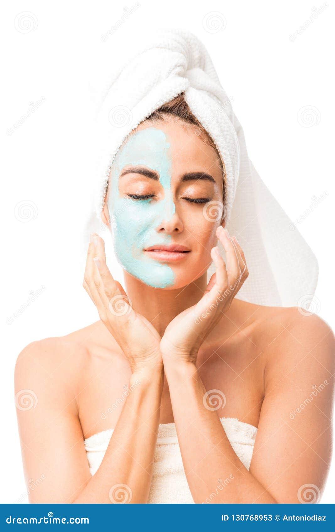 代表皮肤护理概念的可爱的妇女