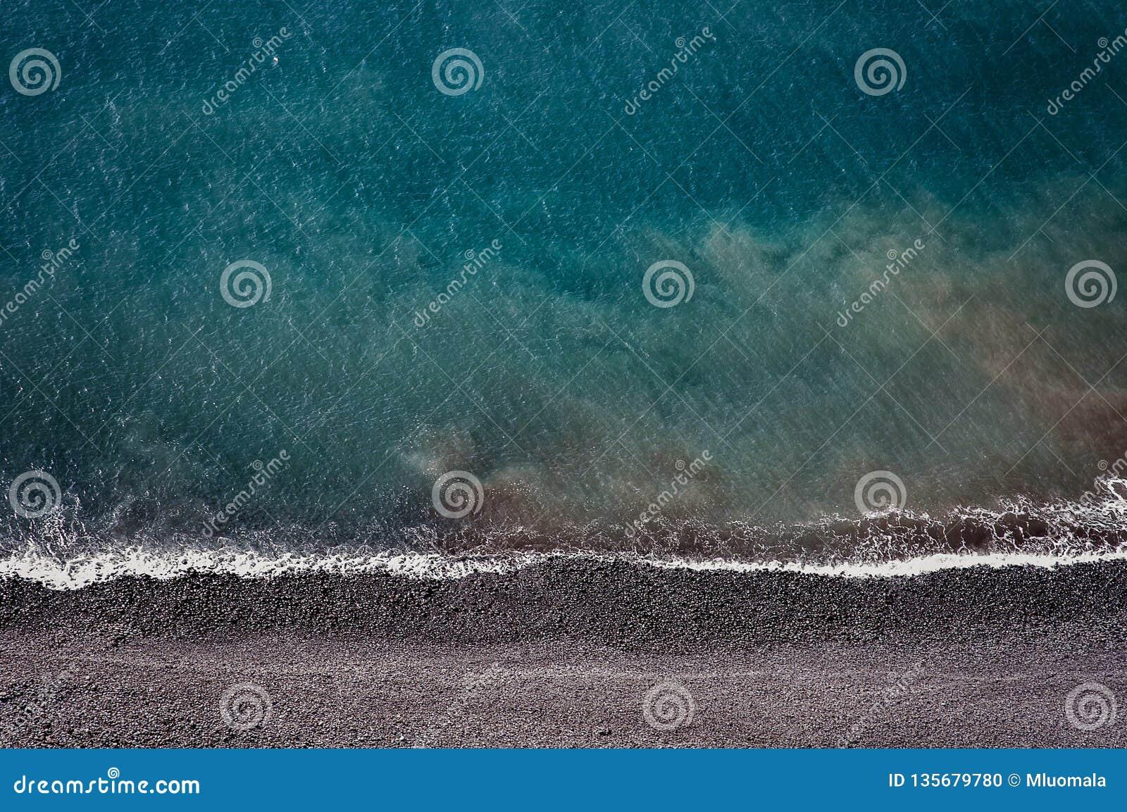 以上那么下面,体验马德拉丰沙尔和它惊人的自然在葡萄牙,天堂海岛在大西洋中间
