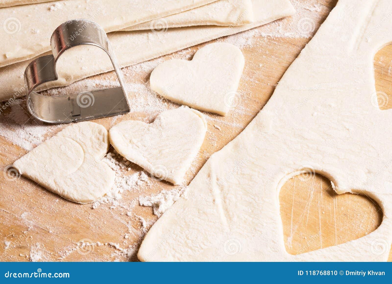 以心脏的形式未加工的曲奇饼