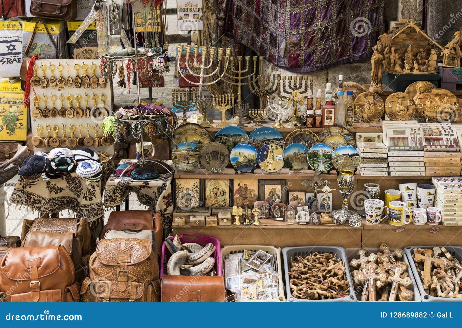 以色列的纪念品标志待售在市场上在耶路撒冷耶路撒冷旧城