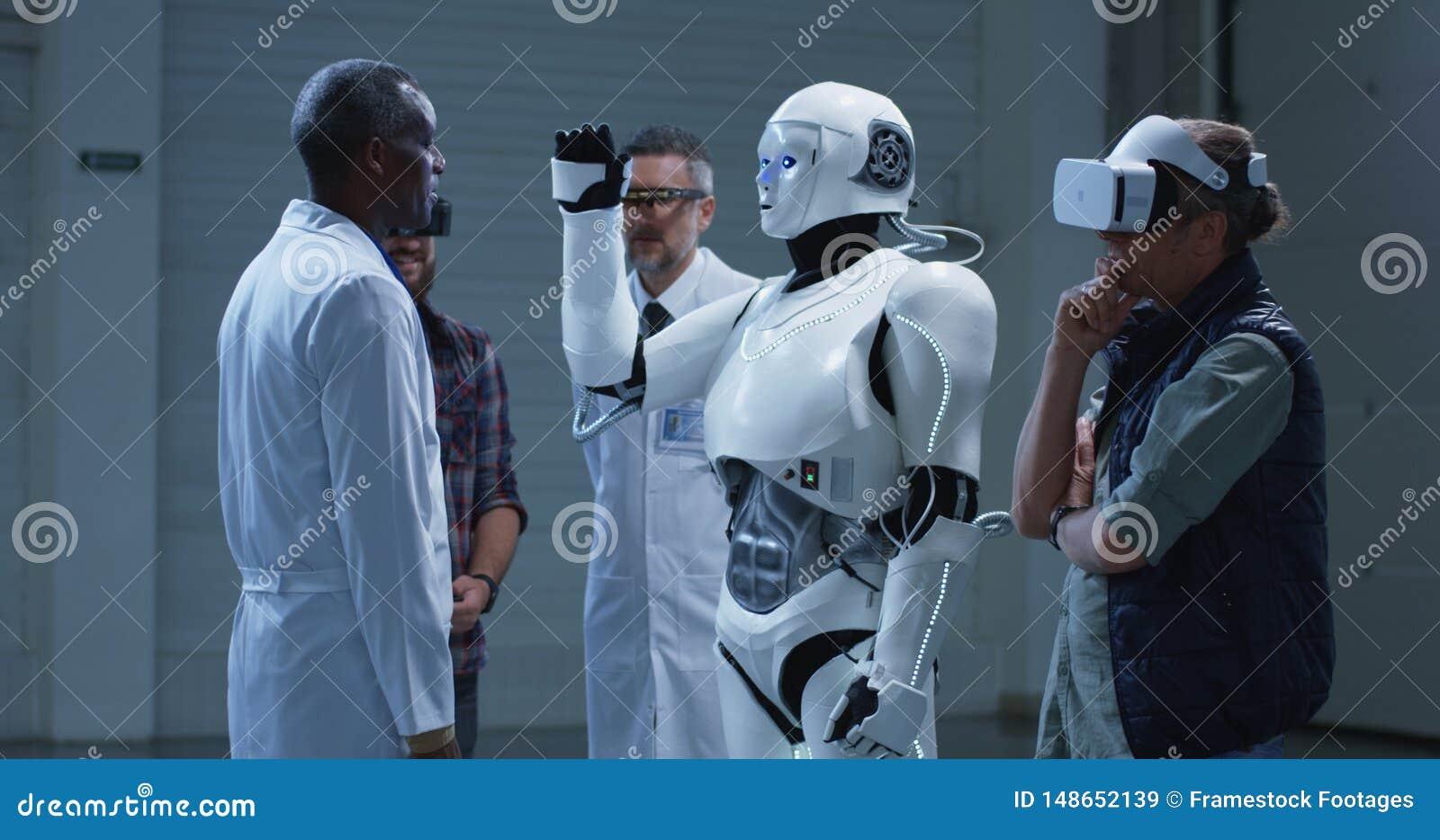 仿造科学家姿态的机器人
