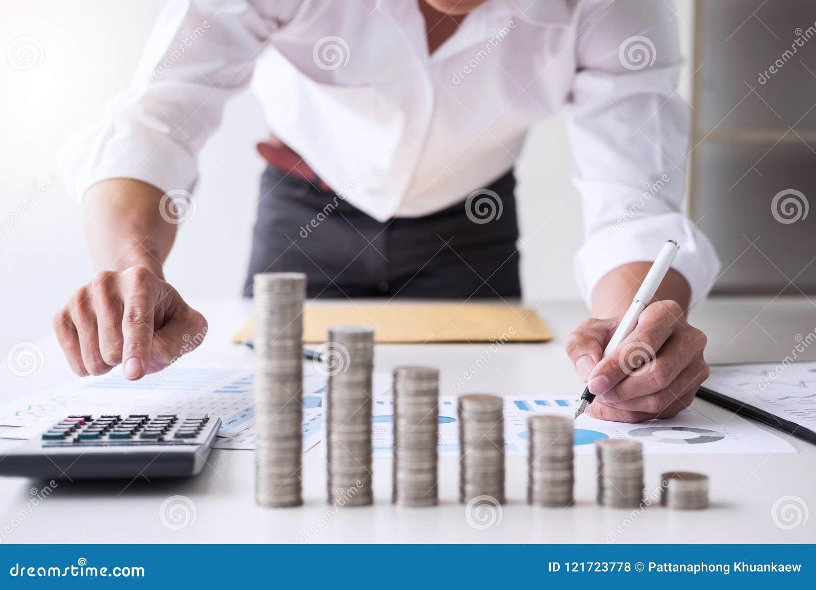 企业会计或银行家,商人计算和analysi