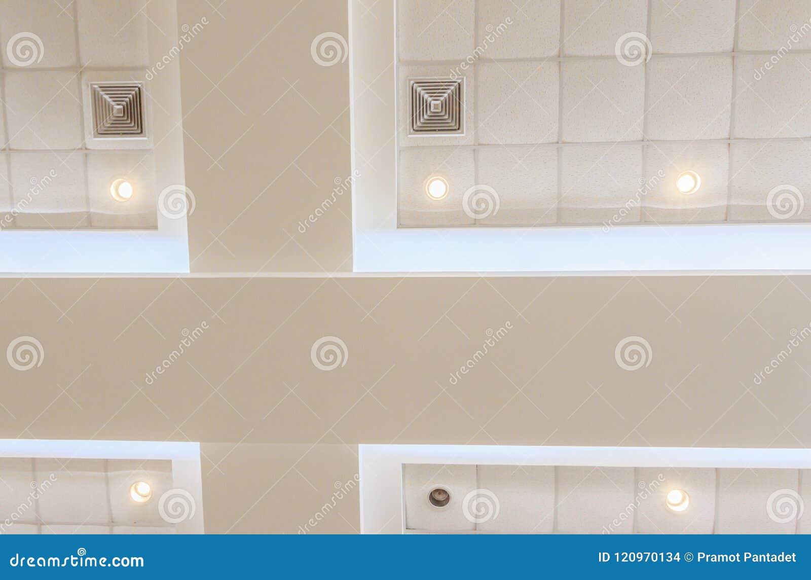 企业内部办公楼和光氖天花板石膏  与拷贝空间的样式黑白照片