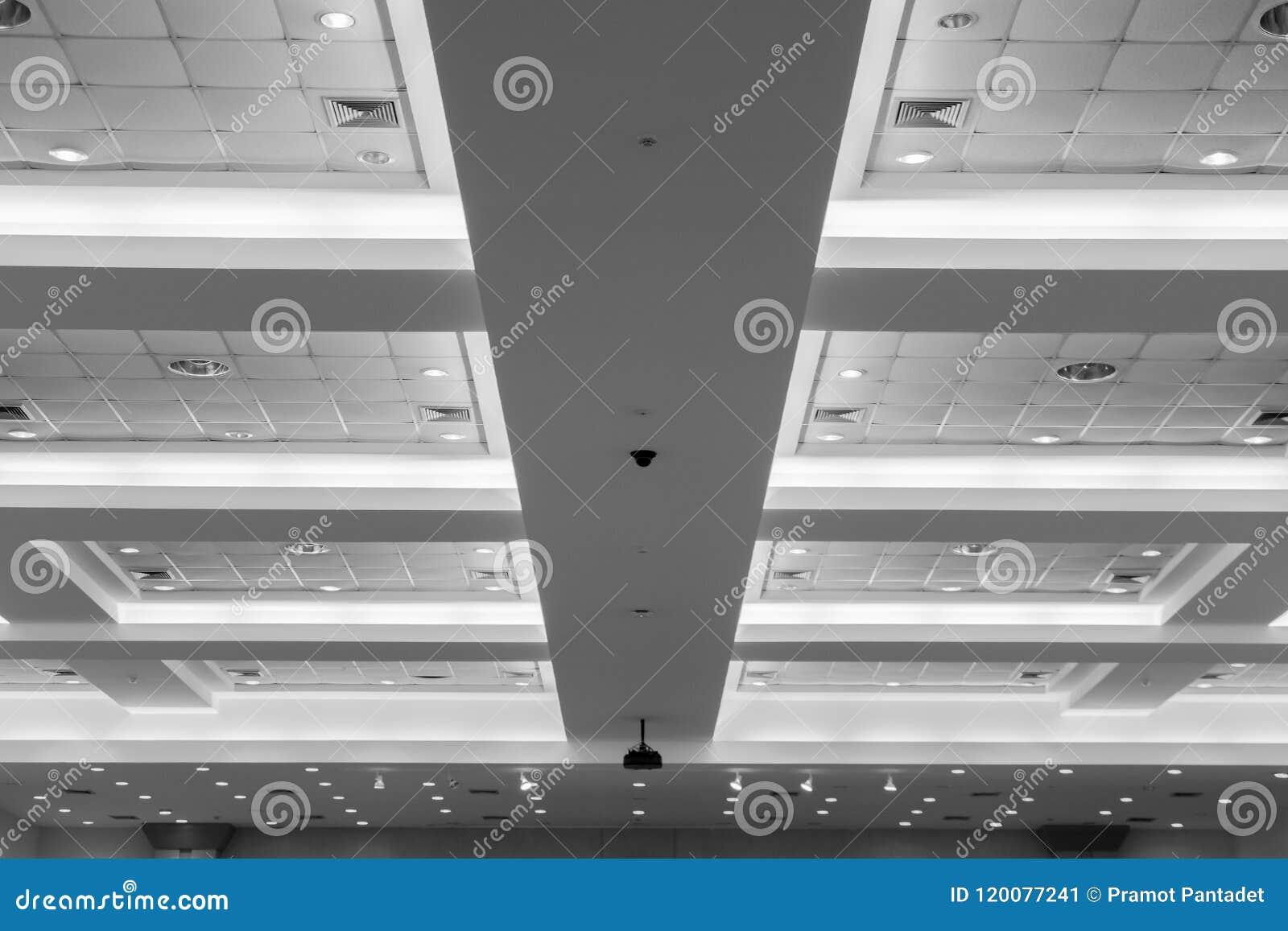 企业内部办公楼和光氖天花板  与拷贝空间的样式黑白照片增加文本