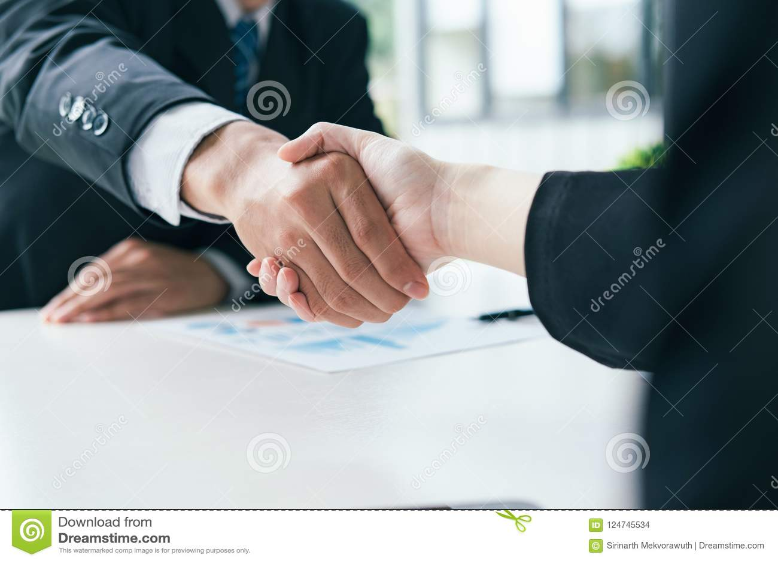 企业合伙企业 商人握手
