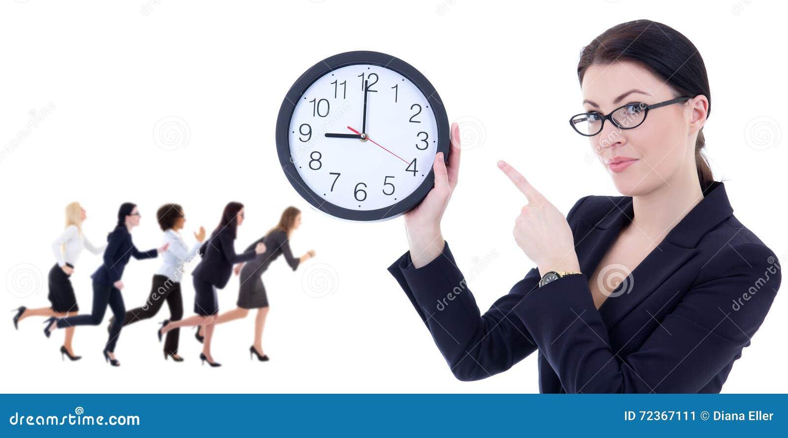 企业和时间概念-拿着办公室时钟的少妇和