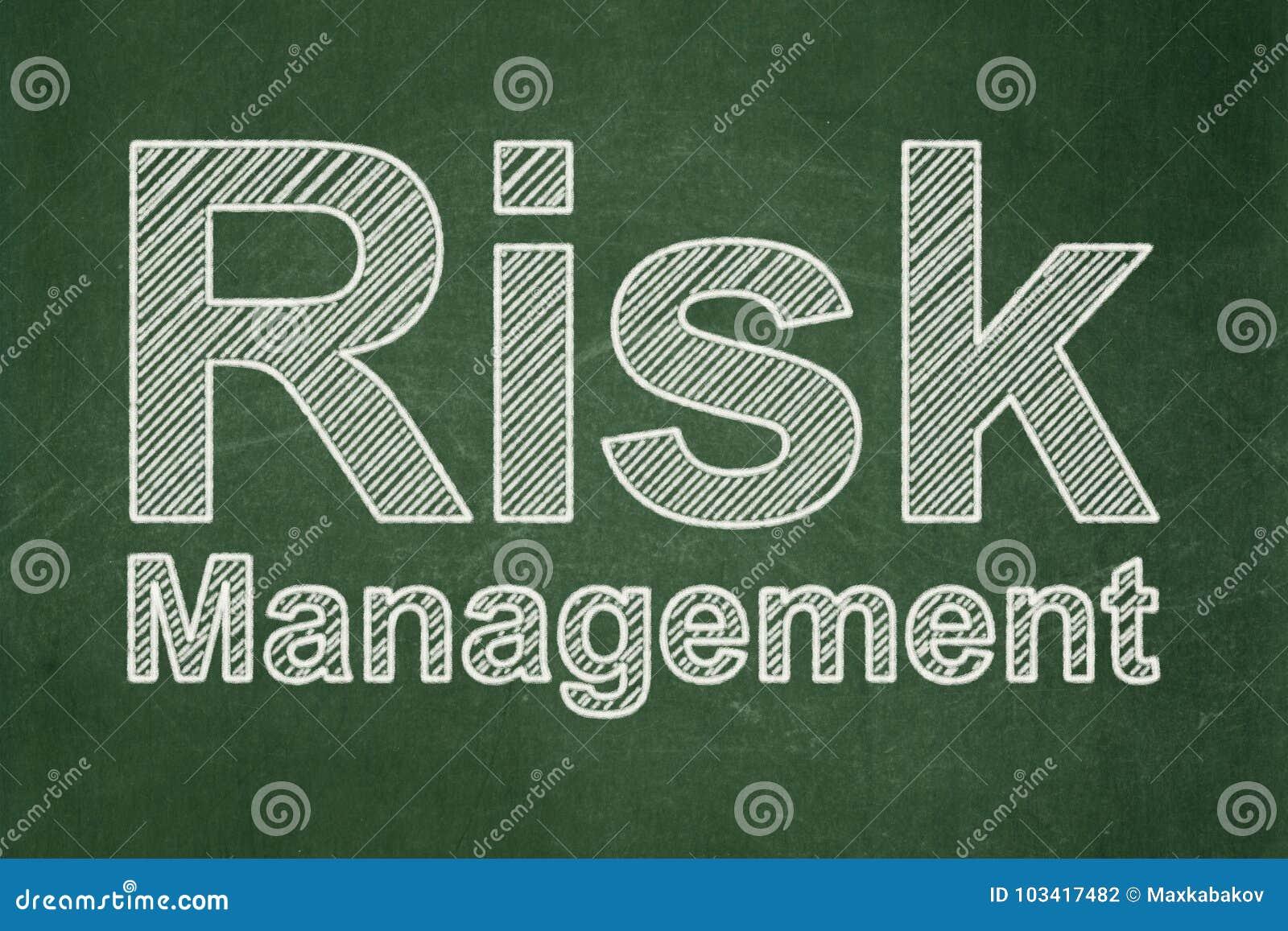 企业概念:在黑板背景的风险管理