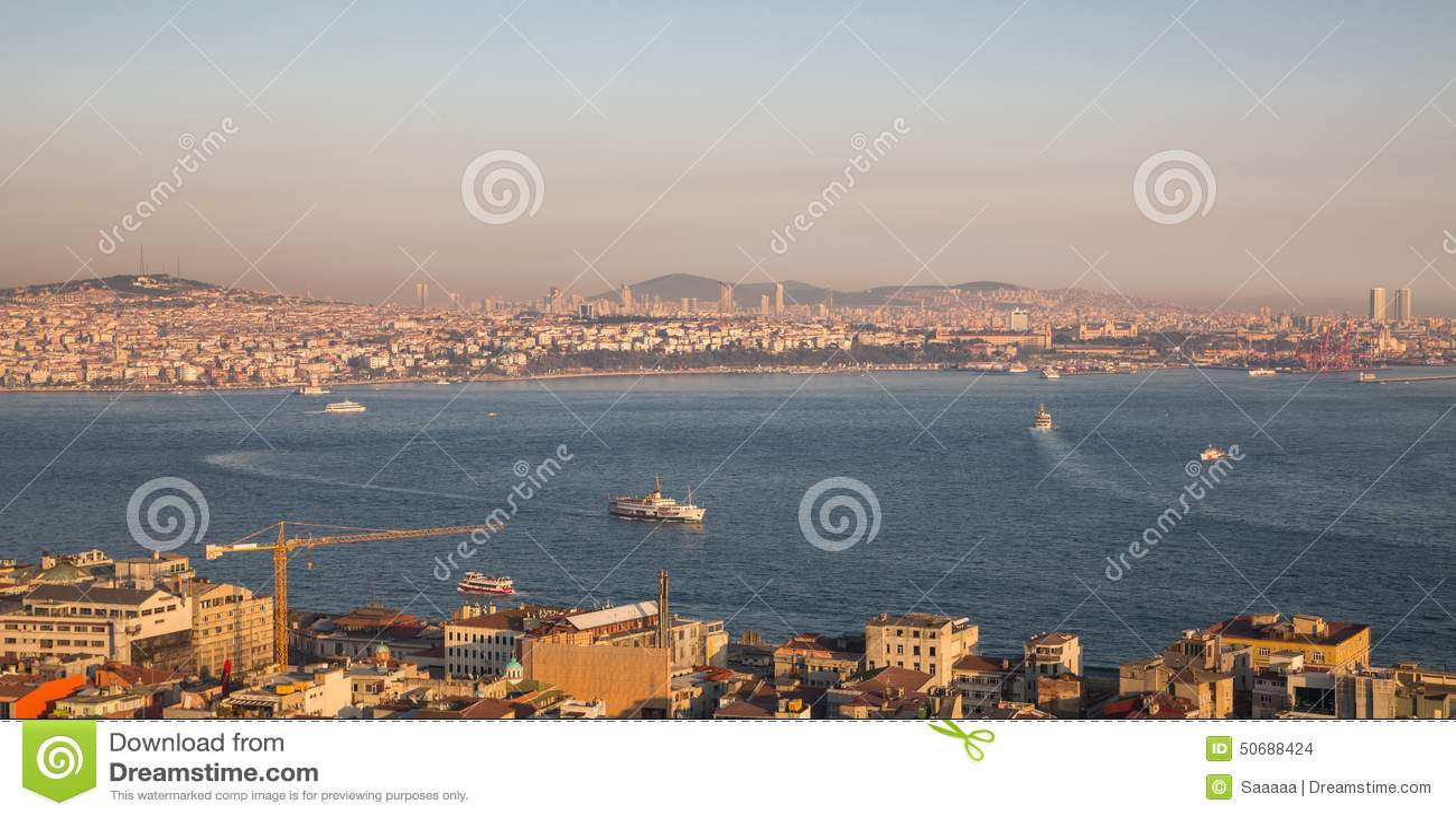 Download 伊斯坦布尔的亚洲边有bosphorus巡航的 库存照片. 图片 包括有 伊斯坦布尔, 海运, 房子, 薄雾 - 50688424
