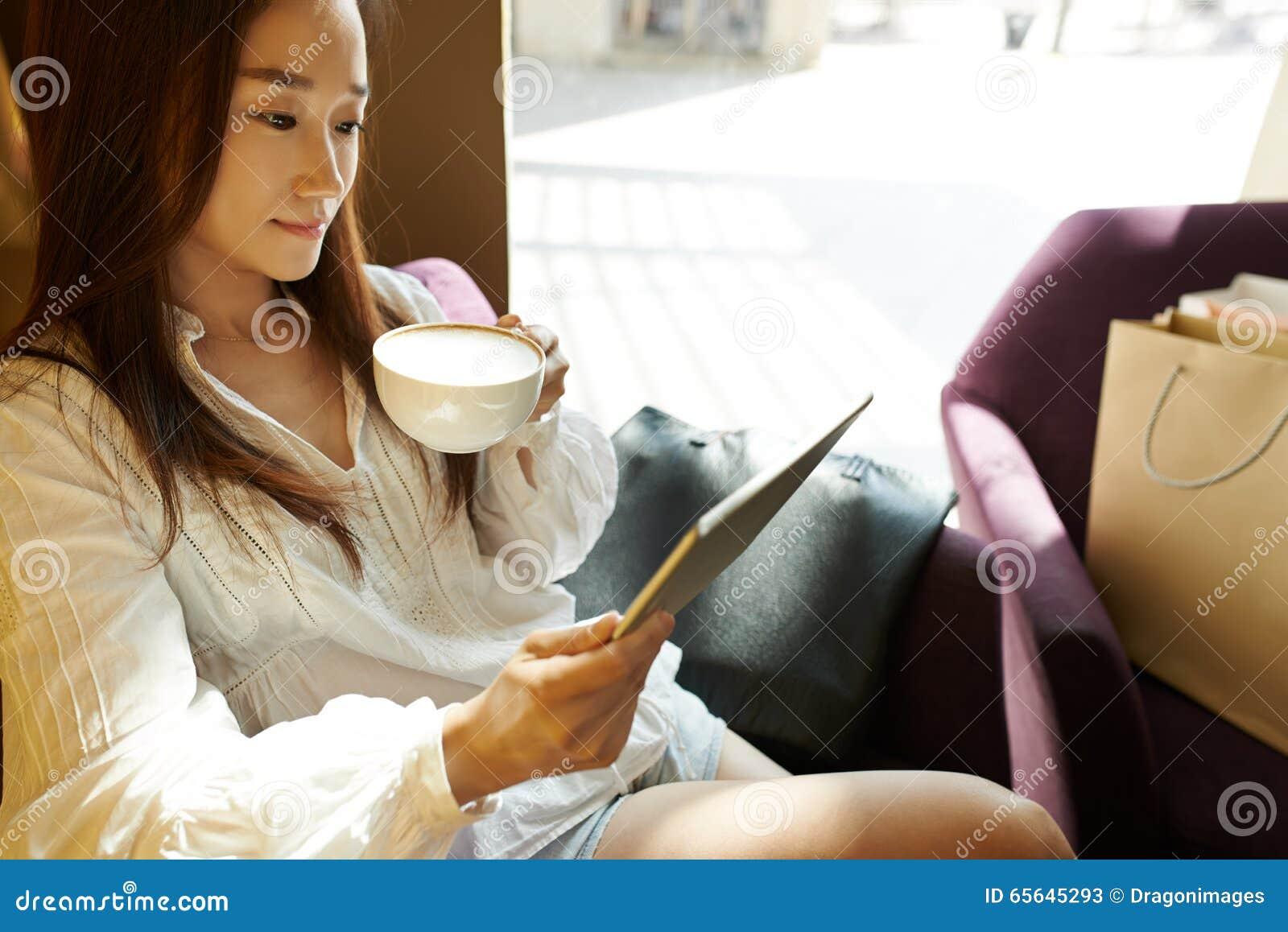 休息在咖啡馆
