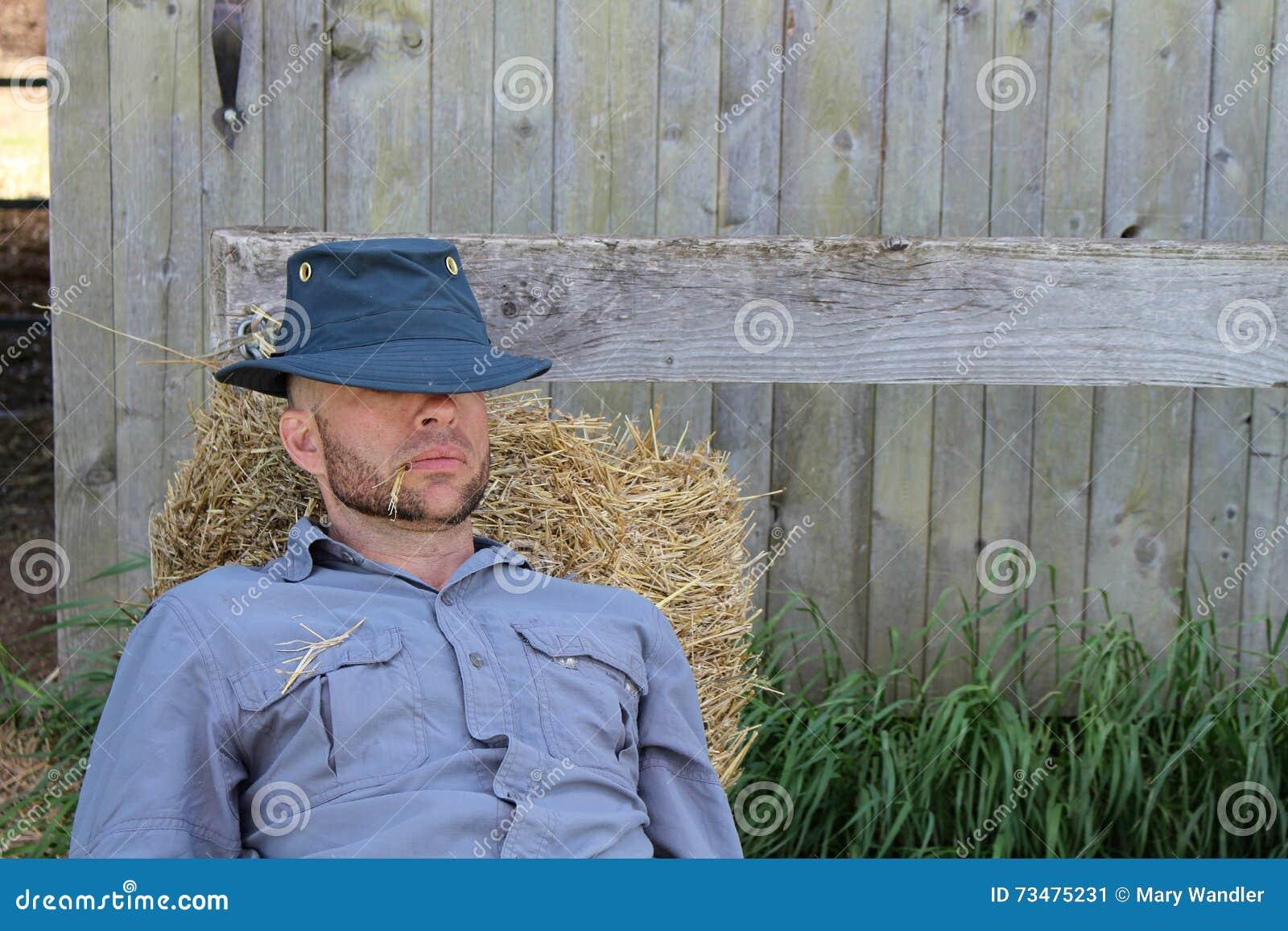 休息的农场工人