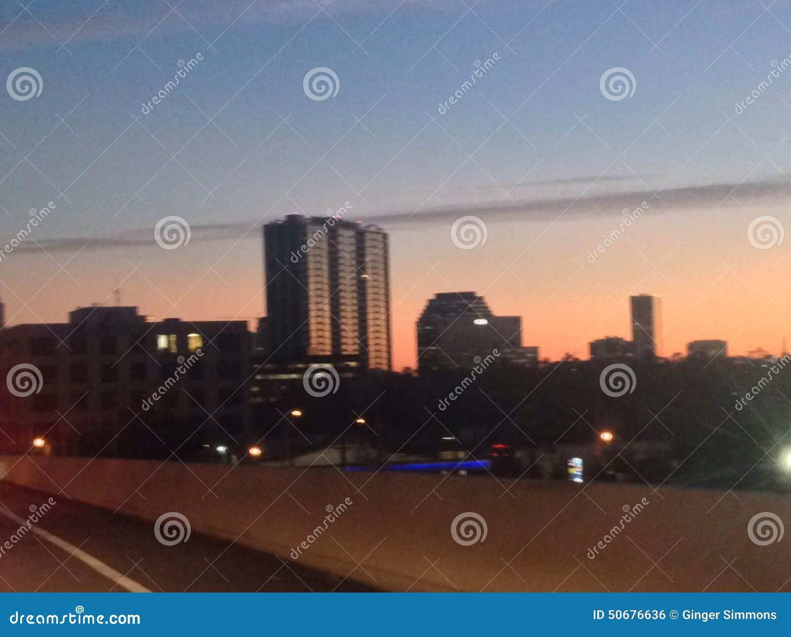 Download 休斯敦地平线 库存照片. 图片 包括有 时间, 夜生活, 都市, 都市风景, 城市, 街市, 休斯敦, 摩天大楼 - 50676636