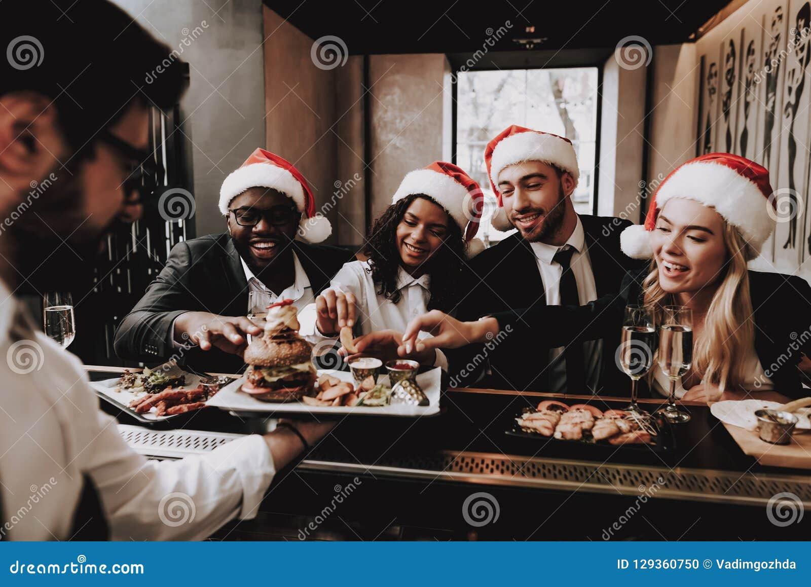 休闲 汉堡 帽子s圣诞老人 女孩和人