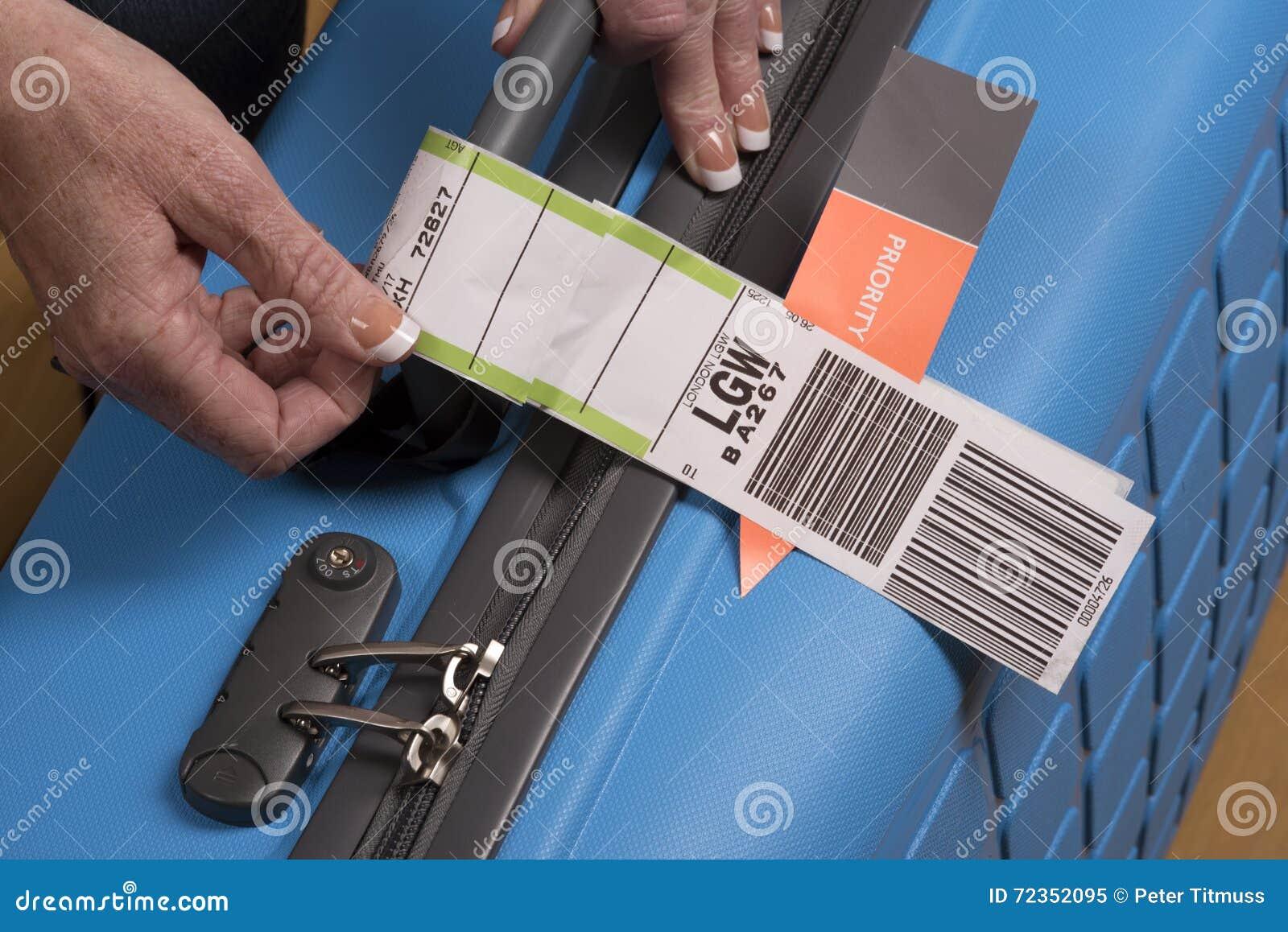 优先权航空公司在手提箱的安全标记
