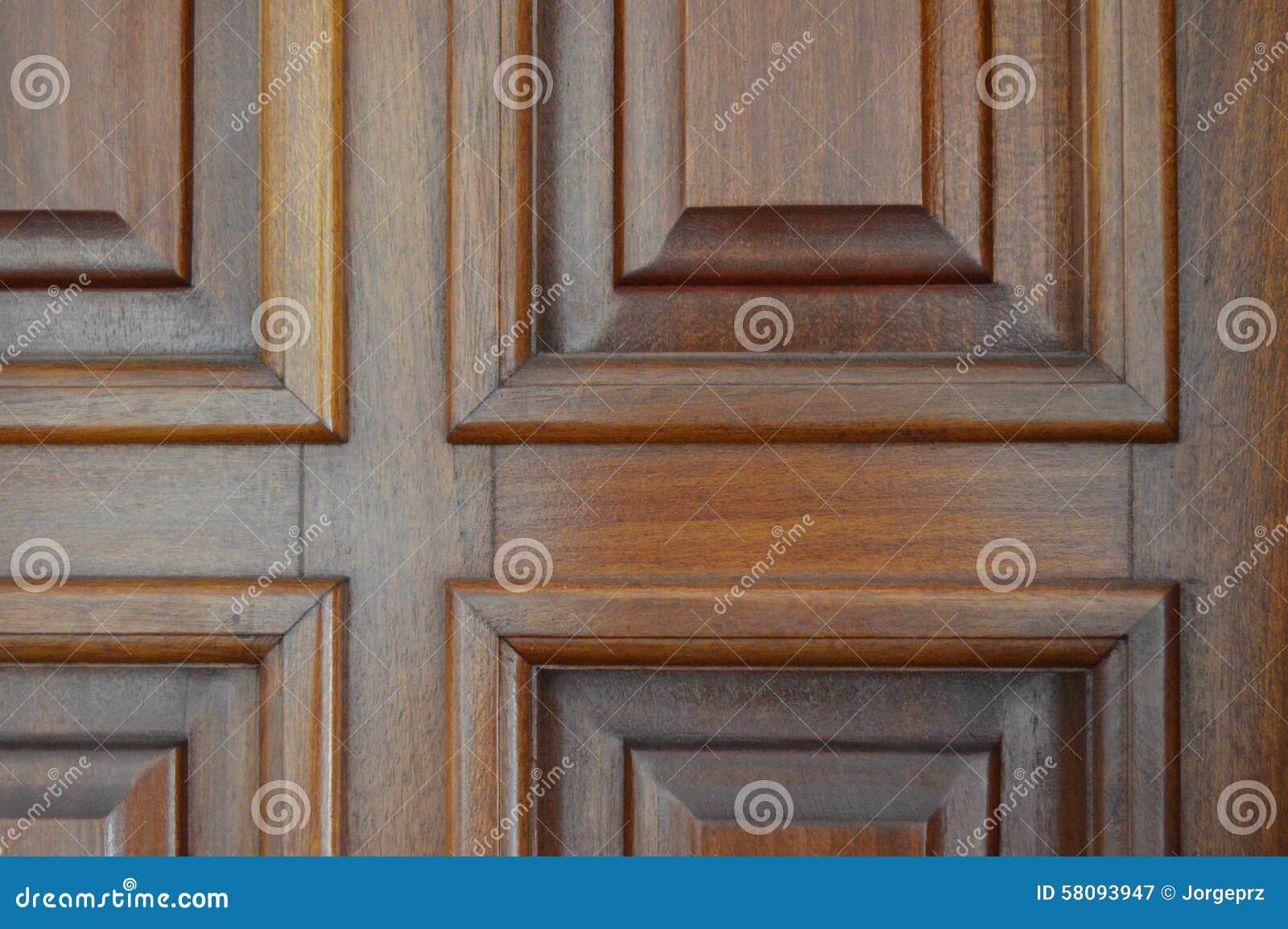 优美的木窗口